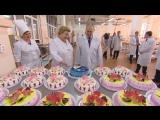 В Самаре Путин попробовал продукцию кондитерского комбината и получил в подарок «космический» торт