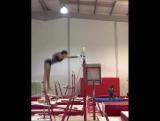 Georgia Mae Fenton тренирует элемент Твиддл