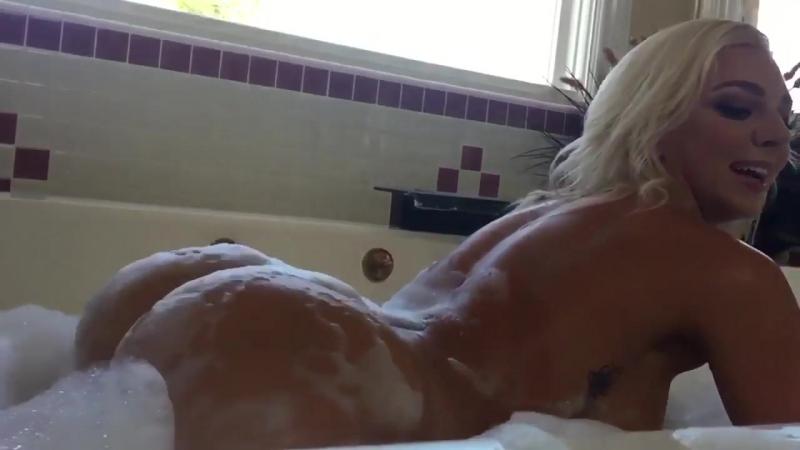Tiffany Watson TWERK в ванне