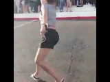 White girl dancing to E40 and kills it in flip flops