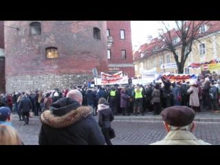 Рига. 16 ноября. 2017. Говорит Митрофанов у МОНа на митинге.