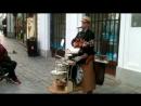 Уличный музыкант виртуоз