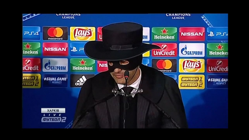 Пауло Фонсека в маске Зорро