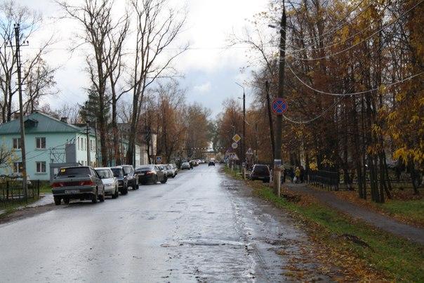 Стихийная парковка вдоль улиц — отстой. А парковка у больницы под знаком — полнейший отстой.  14 ноября 2017