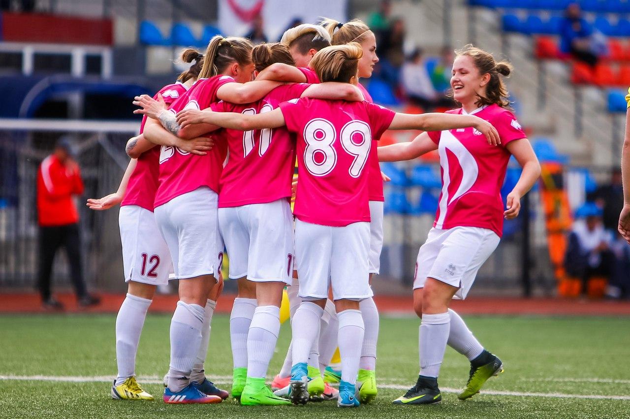 души погибших, смотреть фото женского футбола шло