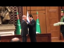 Орден За сотрудничество Президент Туркменистана вручил Путину награду за укрепление связей двух стран.