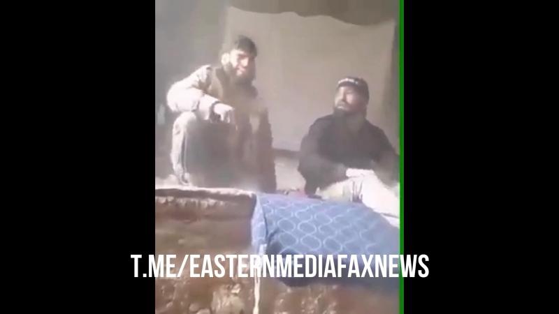 Сирия.25-04-2018.Два боевика ИГ поют нашид во время артобстрела в лагере Ярмук