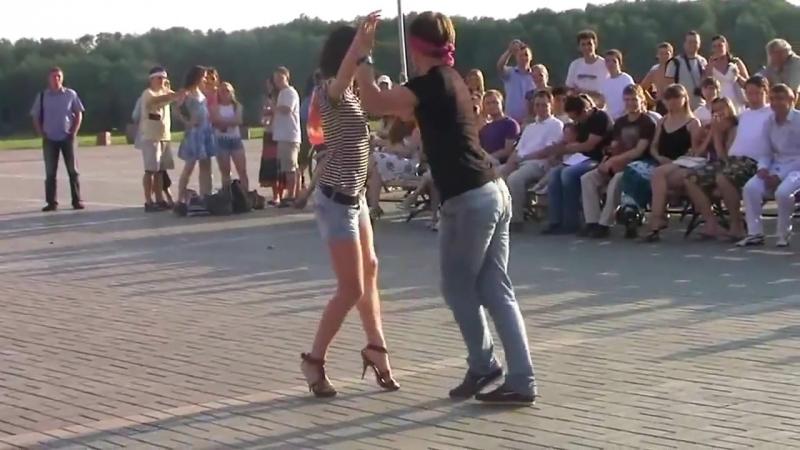 Бачата - очень сексуальный танец. Танцуют с завязанными глазами😍 » Freewka.com - Смотреть онлайн в хорощем качестве