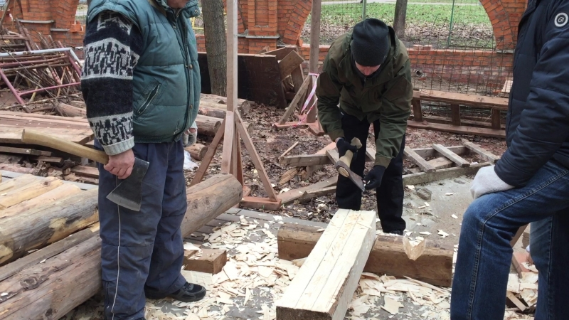 Плотницкие курсы Мастер класс по вырубке проёма в срубе