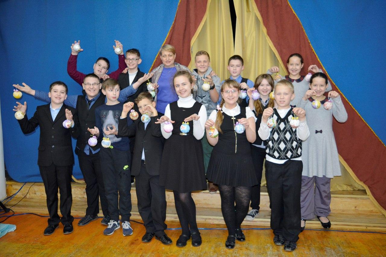 мастер-класс для школьников по декупажу ёлочных шаров