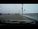 Момент аварии с погибшими на мосту у телецентра в Омске (01.12.2017)