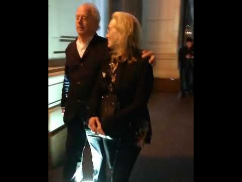 Meryl Streep e Don gummer, saindo de restaurante em Moscow