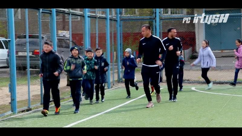 Алмат Бекбаев и Берик Айтбаев провели урок футбола » Freewka.com - Смотреть онлайн в хорощем качестве