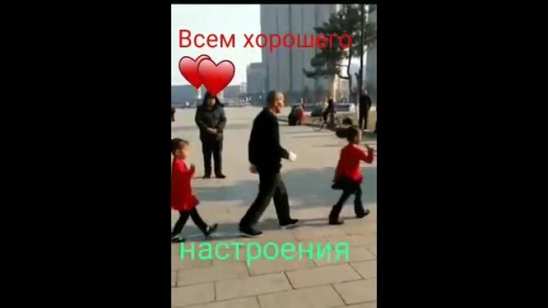 танец китайск. мужч. и 2 девочки.