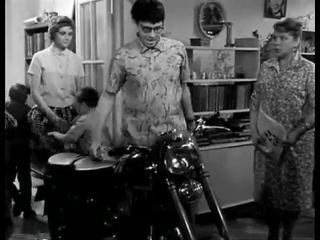 """Из фильма """"Взрослые дети"""" (1961г) Покупка нового мотоцикла"""