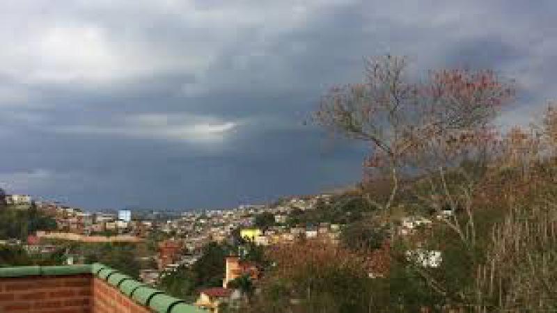 Chuva: Chegando Trem. Telhado Antena Sky. Tiguera 360. IMG_7201. 40,8 MB. 17h26. 02out17. 01