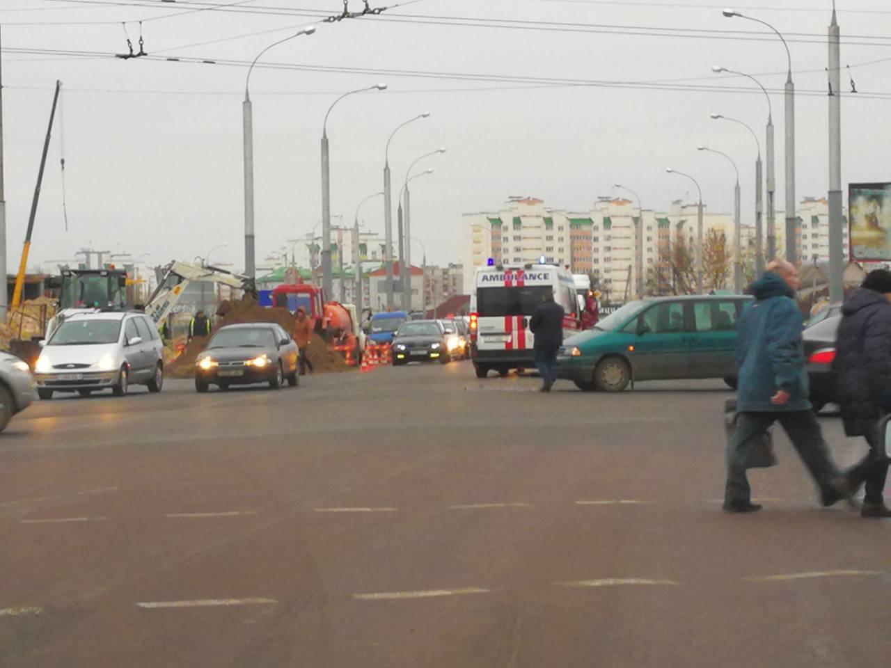 На ул. Суворова в Бресте произошло ДТП с участием автомобиля скорой медицинской помощи