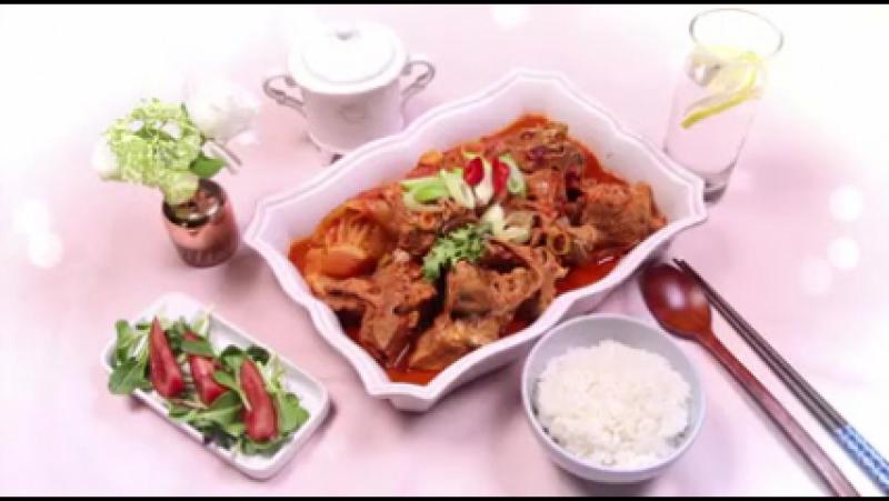 Jisooks Table For One - Ep.5 рус саб тущенные свиные кости с ким чи - рагу из кимчи