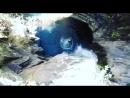 Тельма Монтейро прыгает в горное озеро
