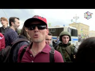 Сторонника Путина задержали силовики, пока он восхвалял президента  [Рифмы и Панчи]