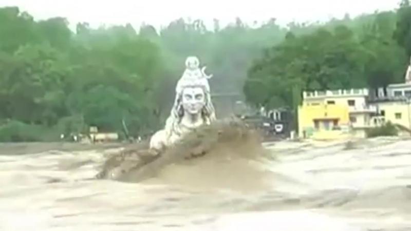 Спокойный Бог Шива в пучине мира.