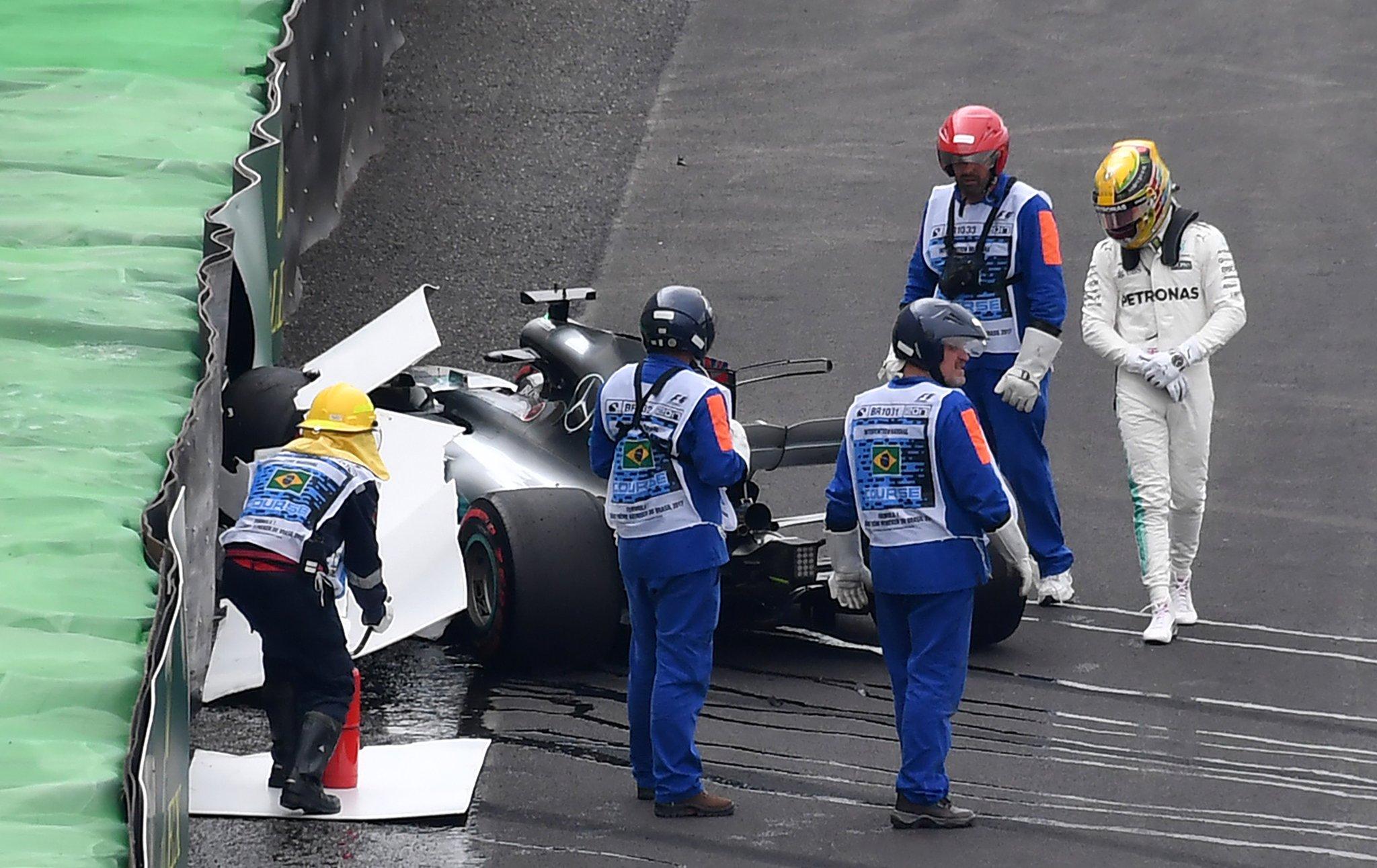 Льюис Хэмилтон разбил машину в первом сегменте квалификации гран-при Бразилии 2017 года