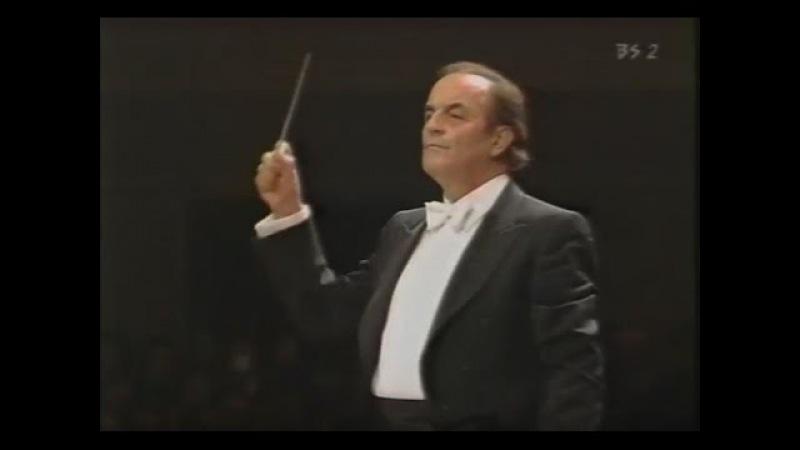 Bach-Stokowski: Toccata and Fugue D minor - Charles Dutoit conducts