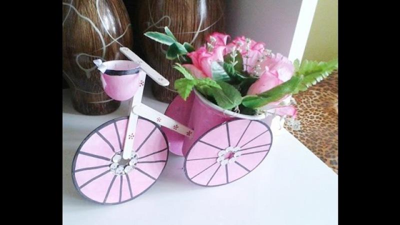Reciclagem,Triciclo feito com CD, Palito,e Pote de sorvete