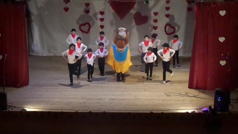 Танцевальный коллектив Искорки танец Ковбойский
