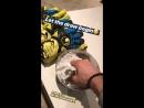 Петер Гулачи разыгрывает перчатки