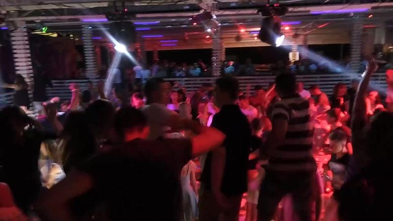 Нашел Видео с лета 2017,клуб Тарантино,Железный Порт.Играю Я,у микрофона МС Jam,люди танцуют до утра tarantinoks железныйп