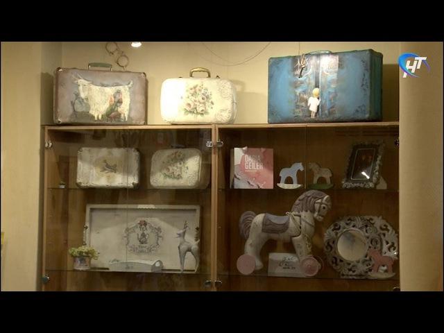 В ДКМ «ГОРОД» открылась выставка отреставрированных старых переквещей