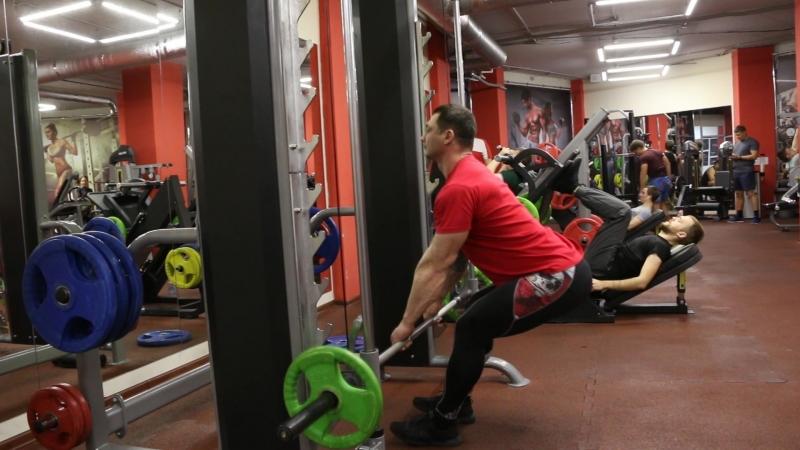 Одикадзе Георгий, разбор упражнения - мертвая тяга в тренажере Смитта