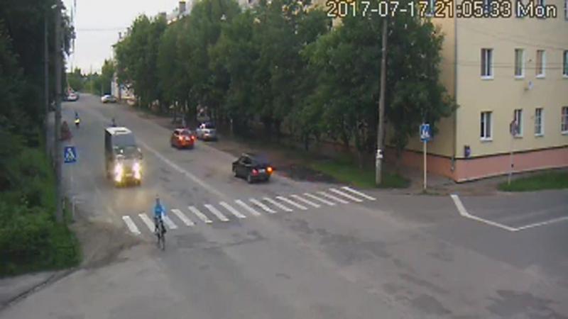 Ивановская обл., 17.07.2017. Мотоциклист совершает наезд на инспектора ДПС.