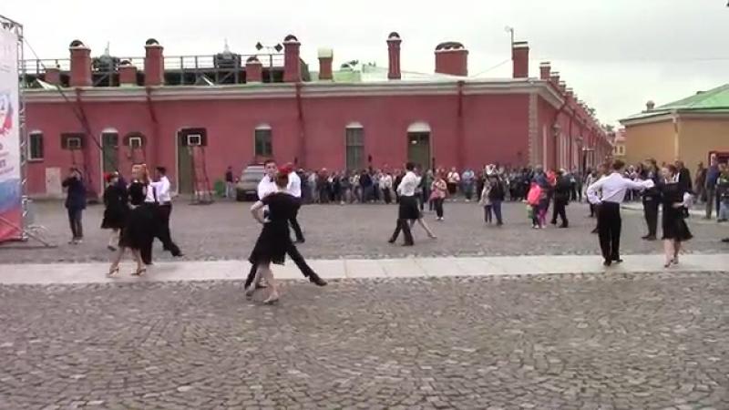Ансамбль Андеор. День Российского флага 2017. Венгерский бальный.