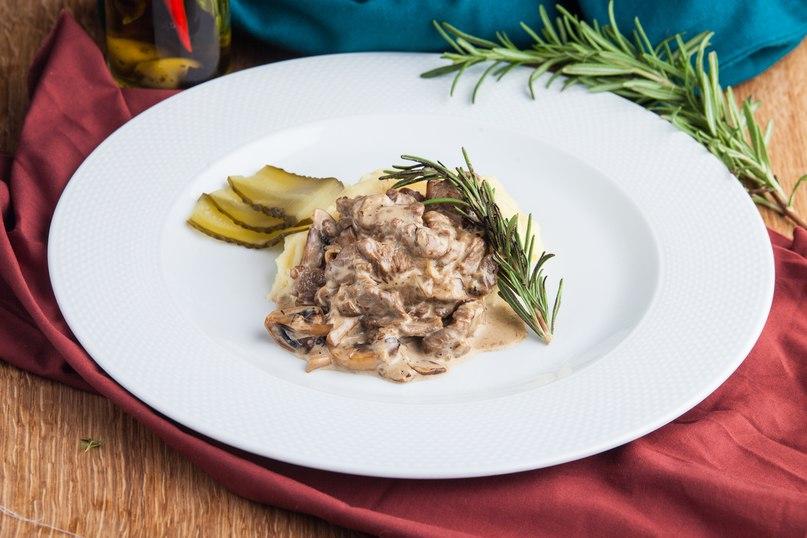 Беф а-ля Строганов или мясо по-строгановски — любимое блюдо многих😋    Граф Строганов был очень богат и держал в Одессе «открытый стол» — каждый образованный и