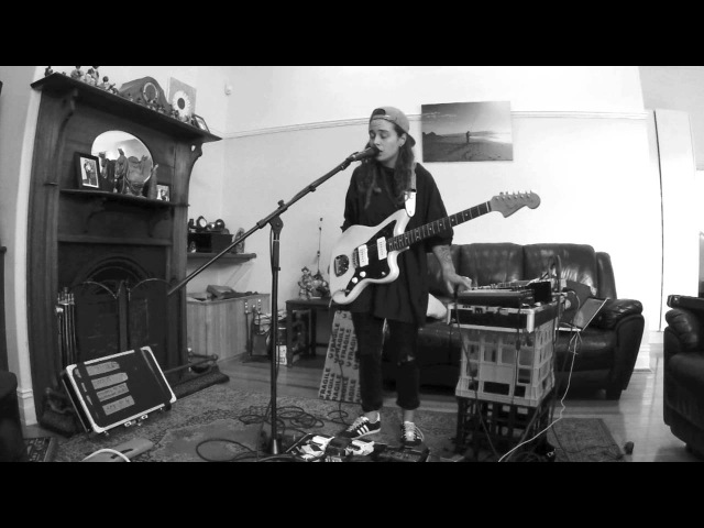 TASH SULTANA - JUNGLE (LIVE BEDROOM RECORDING)