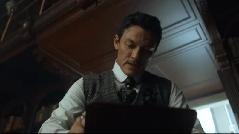 @therealLukevans is determined to capture the image of this killer. TheAlienist premieres January 22.