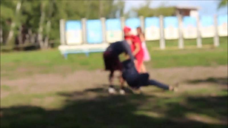 История о том, как местный фраер вышел во двор в футбольчик погонять, но, как всегда, без ментов@kostian_kharitonov не обошлось.