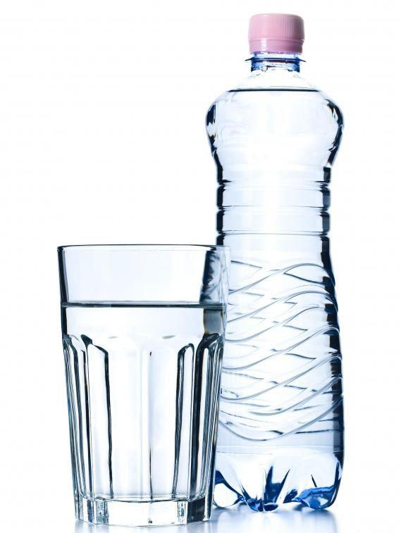 Аллергию, вызванную питьевой водой, можно облегчить с помощью антигистаминов, кремов и рецептурных препаратов.