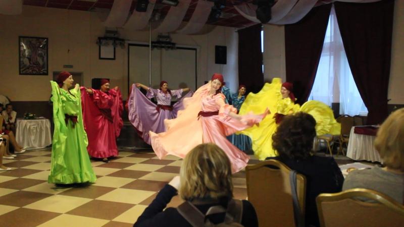 2 Дуэт Павловы - Новогодняя сказка; Танцгруппа Остров - Цыганская палитра; Юные звезды - Этот Новый год
