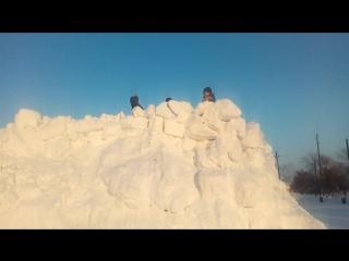 Строительство снежной крепости в Хвалынске