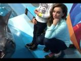 Телеведущая Анфиса Чехова и ее сын сфотографировались с дельфинами в Сочи