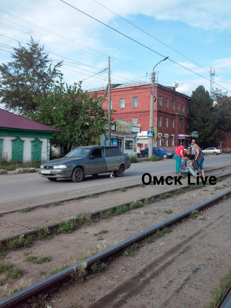 Опубликованы фотографии ДТП на 5-ой Линии в Омске, в котором сбили мужчину