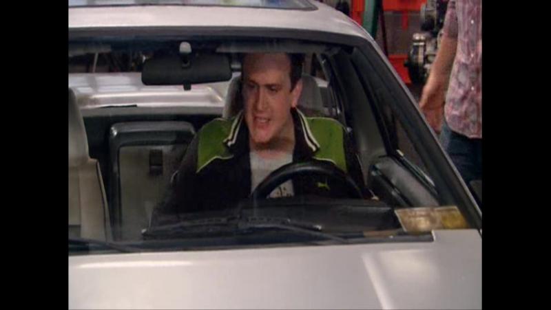 Этот Фиеро повлиял на все наши жизни. Он должен дойти до двухсот миль... эй, гении, задние колёса заблокированны, эта машина ник