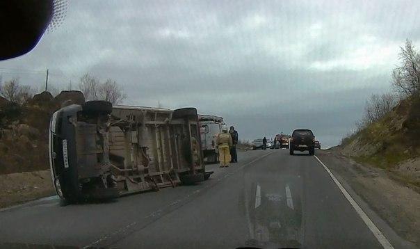 На трассе «Кола» перевернулась машина «скорой помощи»