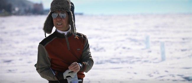 Генеральный консул республики Корея в Иркутске, господин Ом Ги Ёнг получил первую путевку на World ICE-Golf Cup 2020