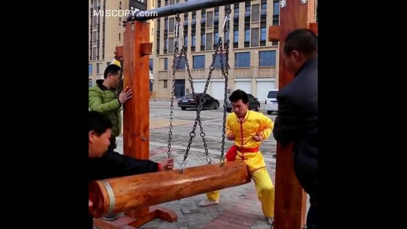 Shaolin monks trains hard