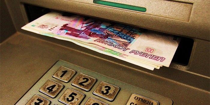 В Таганроге 20-летний вор-рецидивист украл у знакомого банковскую карту и снял с нее 49 тыс.рублей