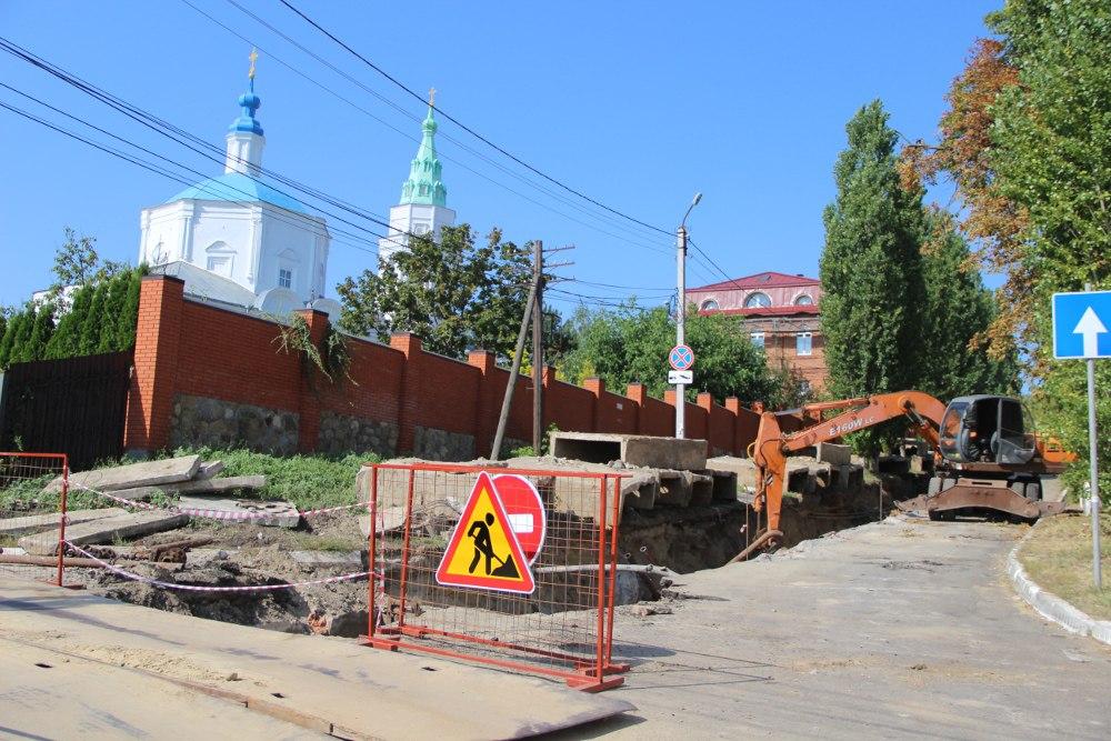 Энергетики завершили замену теплосетей на Саровского